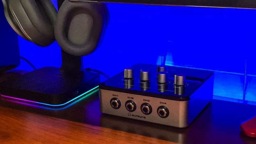 Samson QH4 4-Channel Headphone Amplifier REVIEW